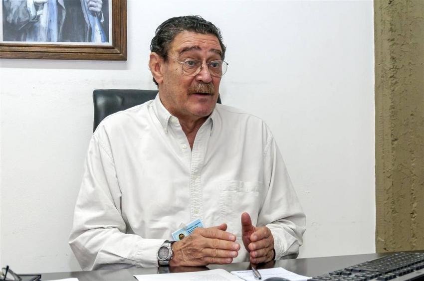 En la imagen se observa al Médico Veterinario Julio Ferrero, titular de la dirección General de Zoonosis y Bromatología del municipio.