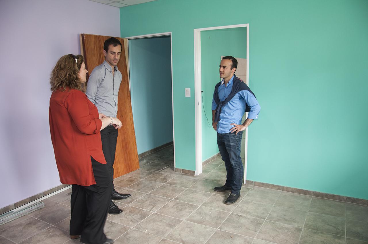 En la imagen se observa al Intendente Pablo Petrecca, la directora de educación, Fabiana Sienra y a Juan Carlos Tolosa Rossini supervisando los trabajos.