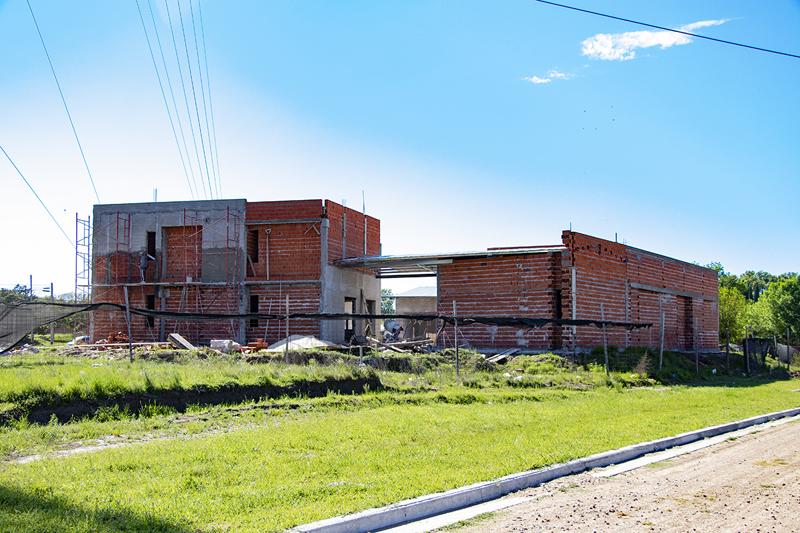 En la imagen se observa el estado en el que se encuentra la construcción del edificio municipal.