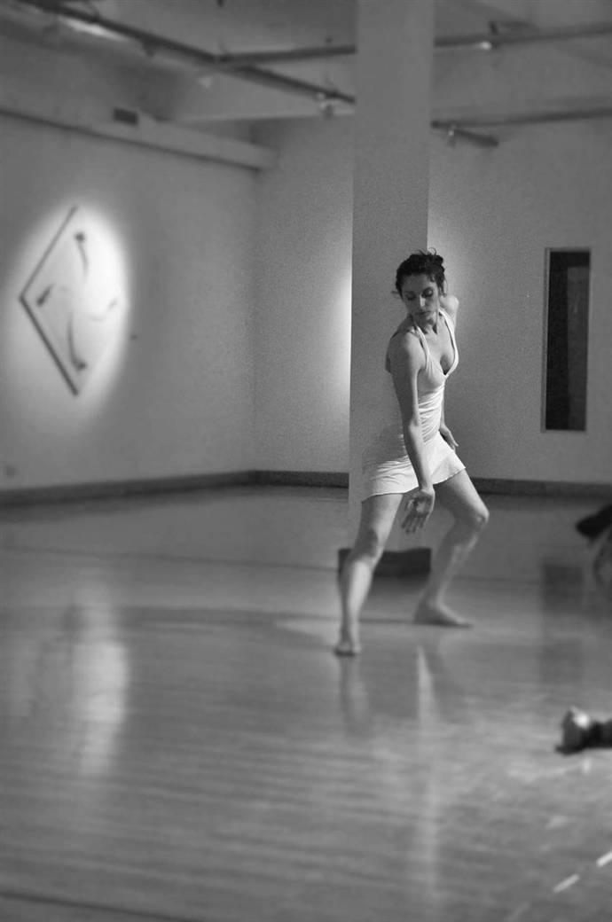 En la imagen se observa a una bailarina, que ilustra la noticia.