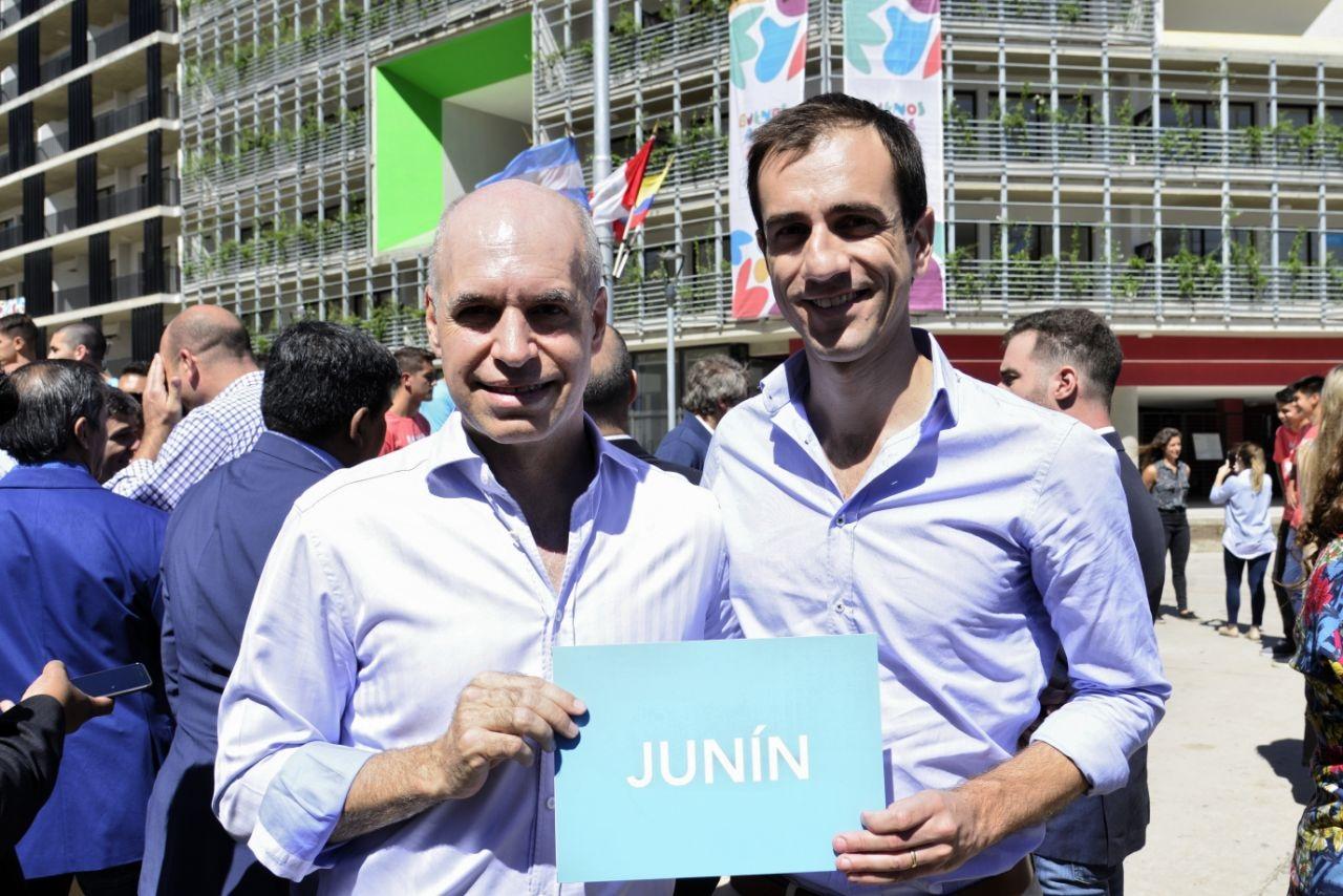 En la imagen, el Intendente Pablo Petrecca junto al Jefe de la ciudad de Buenos Aires, Horacio Rodríguez Larreta, en la presentación del recorrido de la antorcha olímpica por diferentes ciudades del país.