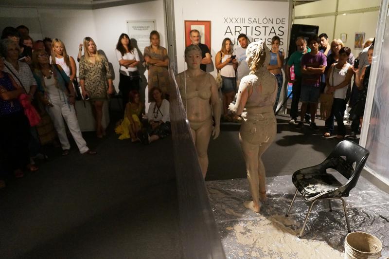 En la imagen se observa un pasaje de las presentaciones artísticas que se realizaron en el MUMA.