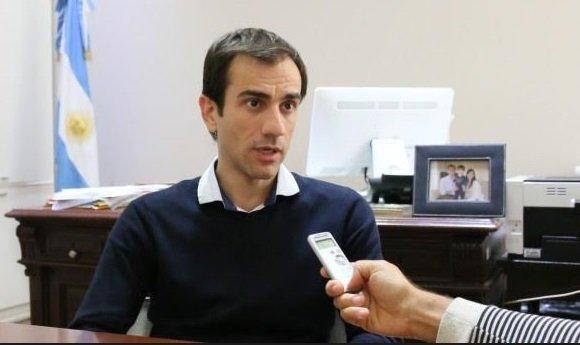 En la imagen se observa al Intendente de Junín, Pablo Petrecca.