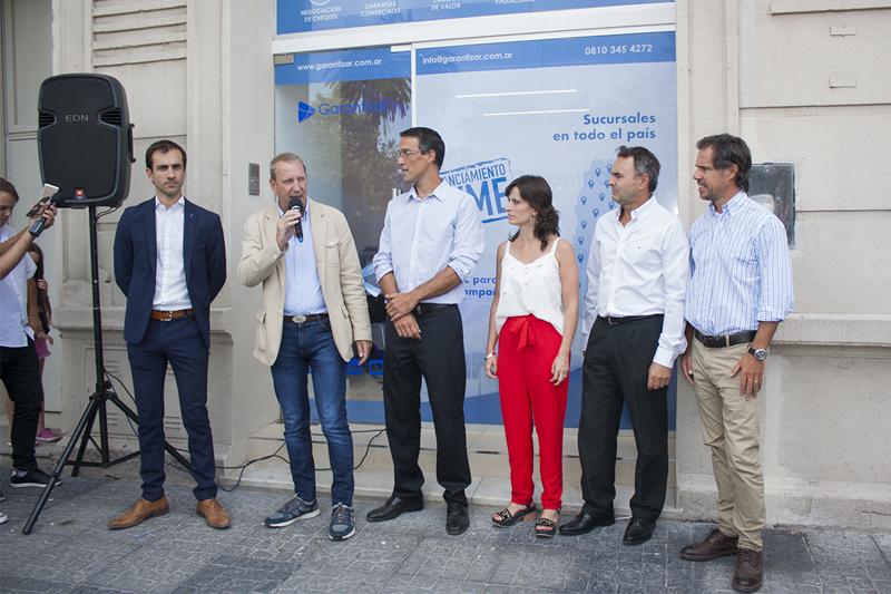 En la imagen se observa al intendente Pablo Petrecca junto a autoridades nacionales y locales de Garantizar.