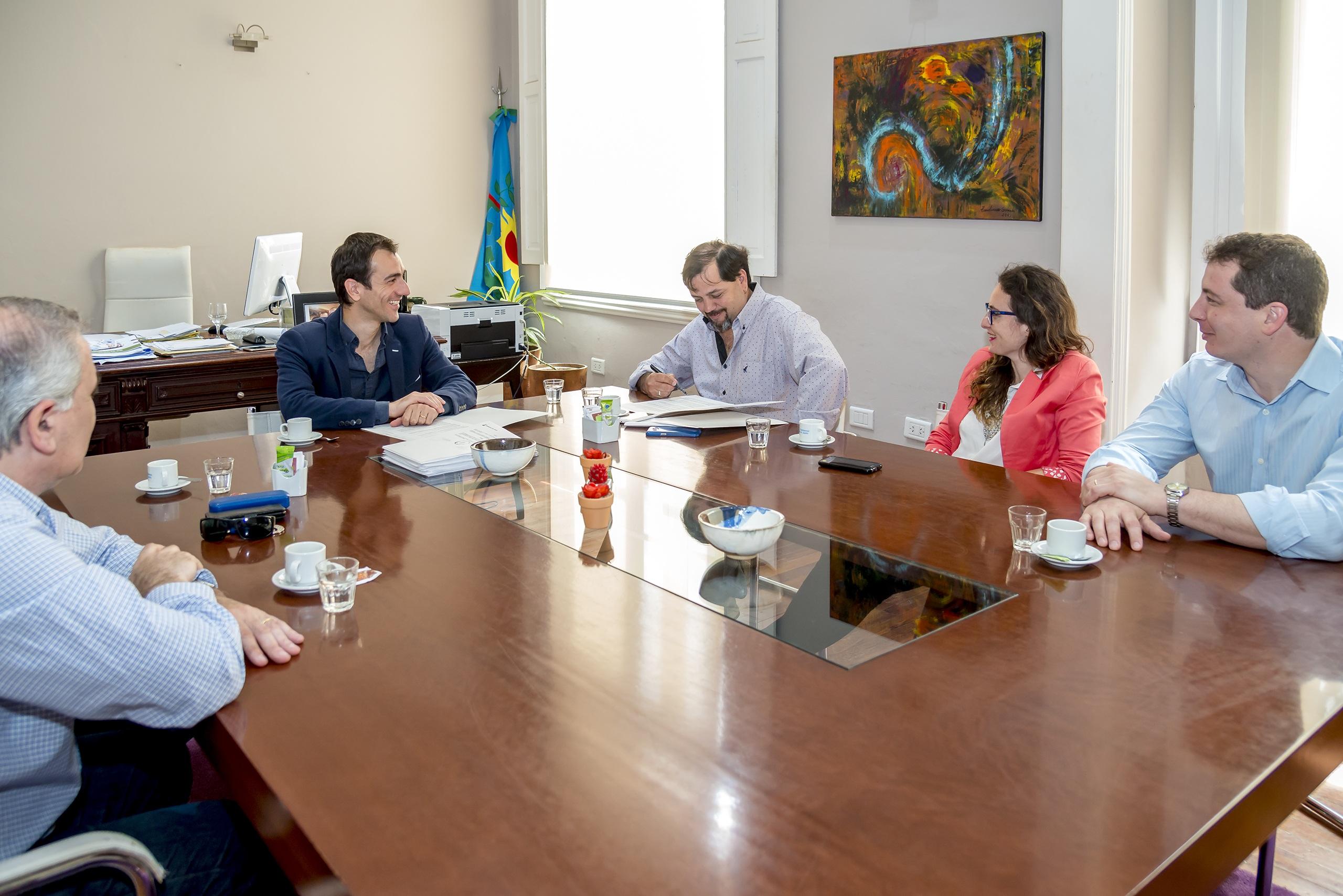 En la imagen se observa un aspecto de la reunión que Pablo Petrecca mantuvo con autoridades del gremio de los trabajadores municipales.