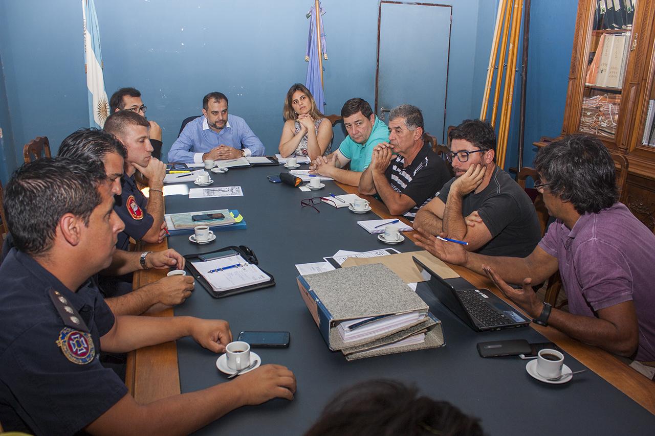 En la imagen se observa un aspecto de la reunión llevada a cabo en el salón azul del Concejo Deliberante.
