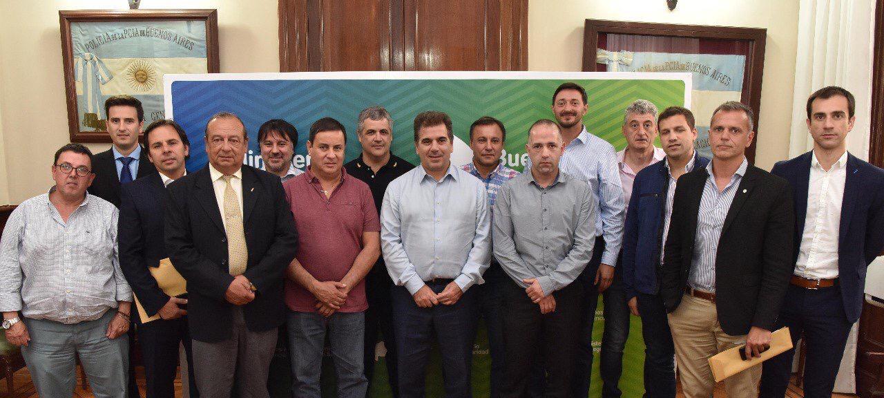 En la imagen se observa al Intendente Pablo Petrecca junto a otros jefes comunales y el ministro de seguridad bonaerense Cristian Ritondo.